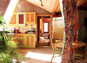 1024px-Interior_of_the_Solaria_Earthship