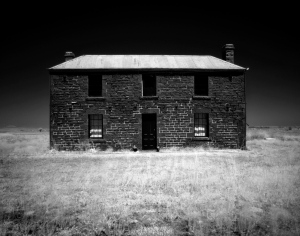 Infra_Red_Abandoned_House_by_basser