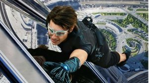 scraping-the-sky-mission-impossible-ghost-protocol-_129913-fli_1362912699