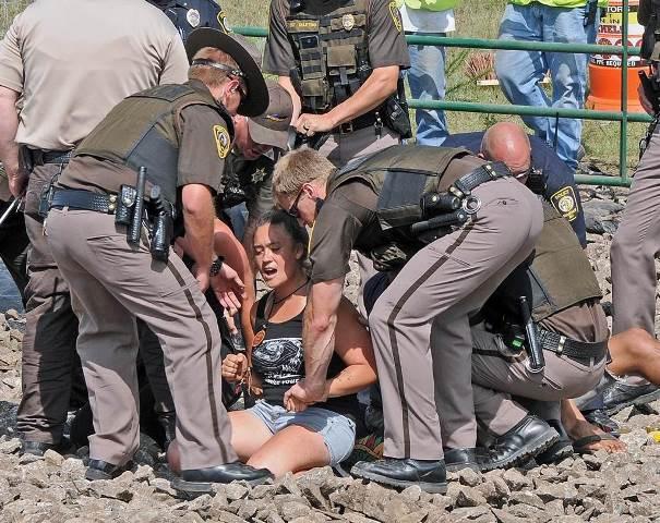 pipeline-protest-arrest-ap