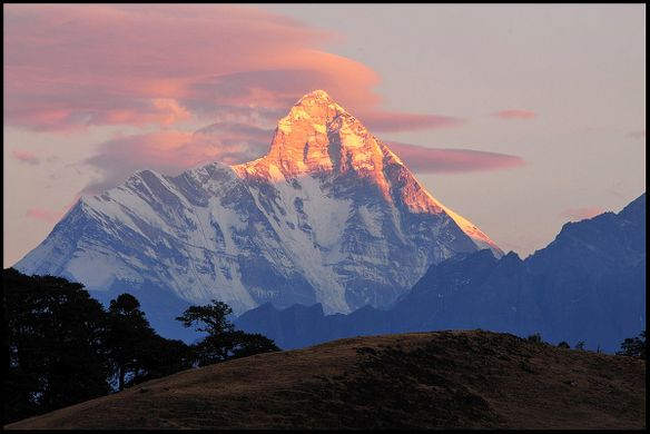 https _upload.wikimedia.org_wikipedia_commons_thumb_d_d2_Mt._Nanda_Devi.jpg_1200px-Mt._Nanda_Devi