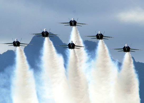http _upload.wikimedia.org_wikipedia_commons_8_81_Blue_Angels_on_Delta_Formation