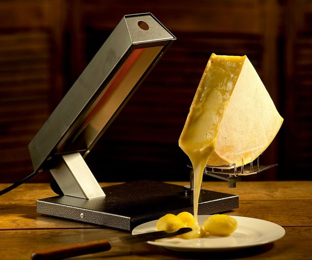 raclette-cheese-melting-29941