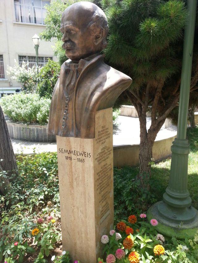 Semmelweis_statue