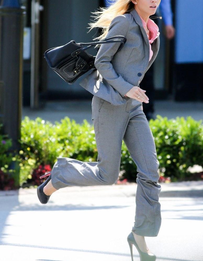 woman-running-high-heels-01